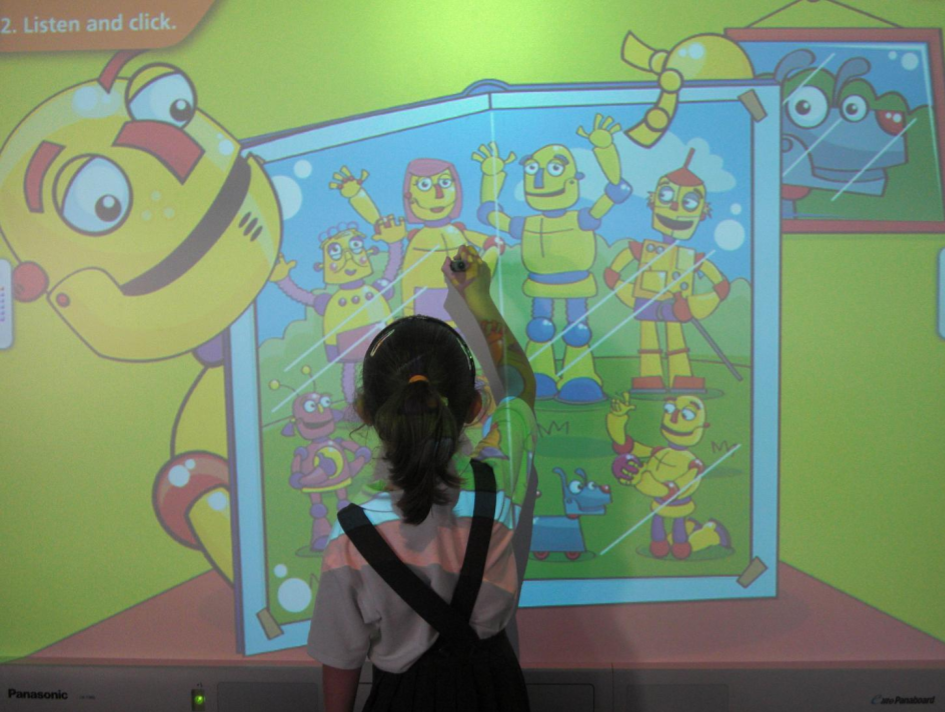 http://www.angles365.com/classroom/fitxers/infantil/family/family03.swf